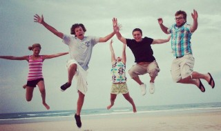 Foap-Beach_kids_jumping_