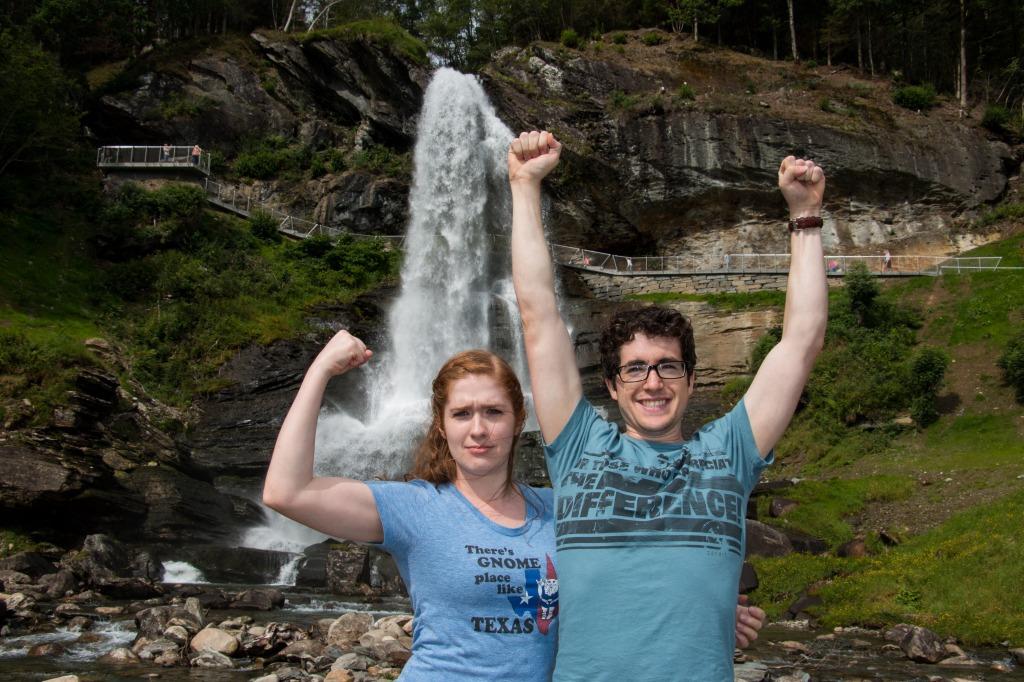 Foap-Strong_couple_