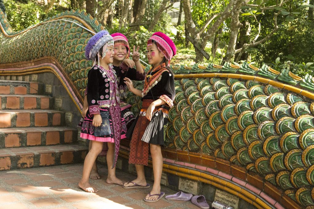 Foap-girls_playing_on_the_Naga_stairs