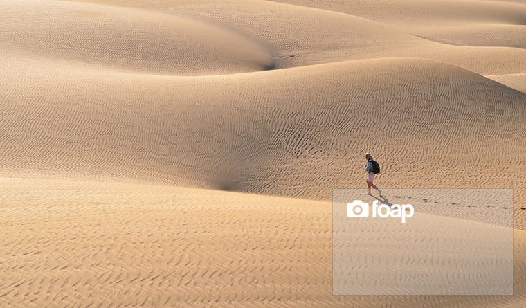 Foap-Walking_in_the_desert