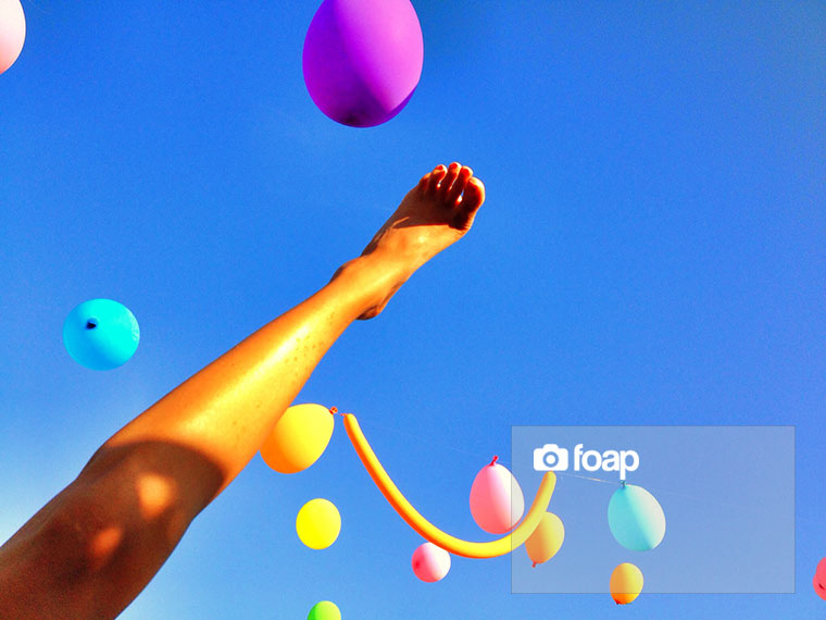 Foap-Ballons_and_foot_in_the_Skyw