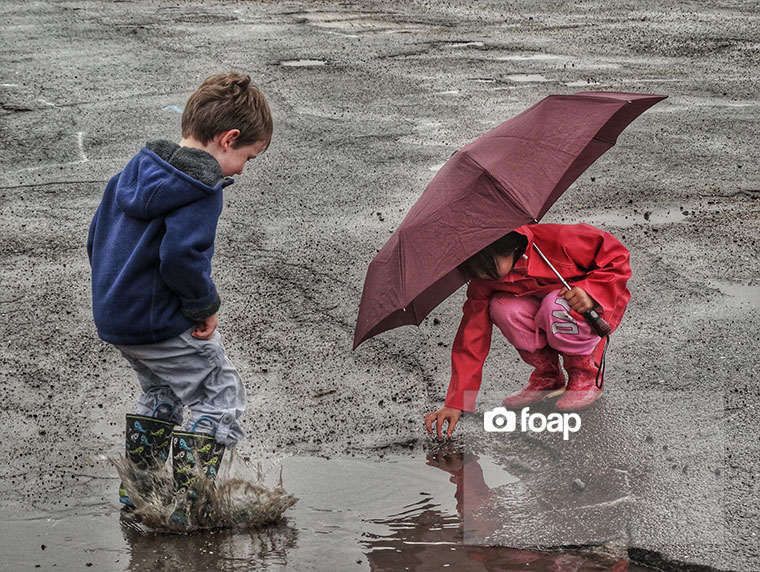 Foap-Kids_Playing_Under_An_Umbrella-2