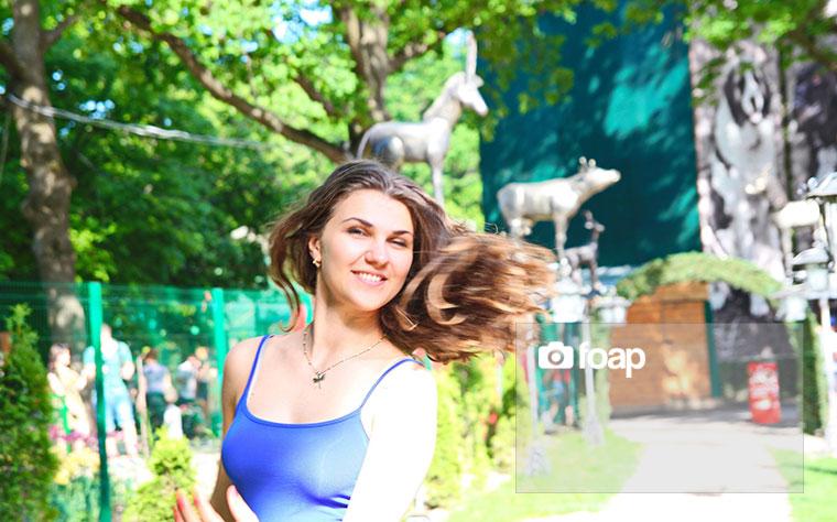 Foap-Beautiful_young_girl_is_enjoying_spring