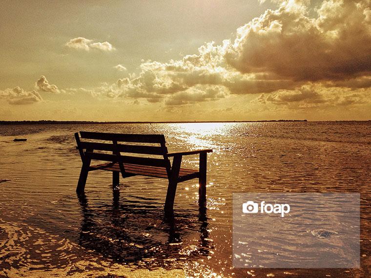 Foap-Bench_in_the_sea