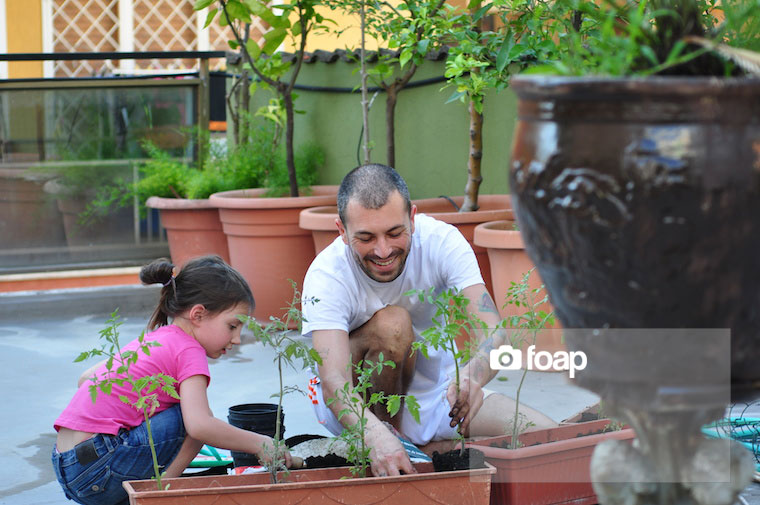Foap-Gardening_in_summer