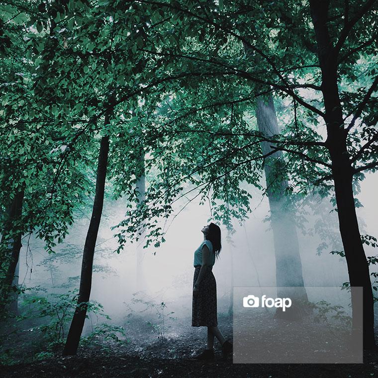 Foap-Girl_in_the_fog_forest