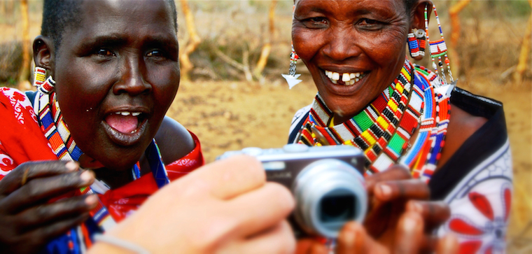 Foap-Kenya_Women_looking_at_there_photo_