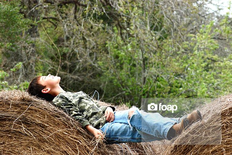 Foap-Relaxing_on_the_Farm