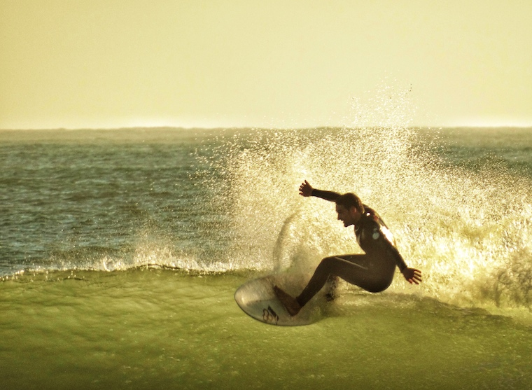 Foap-Surfer_Challenging_A_Wave