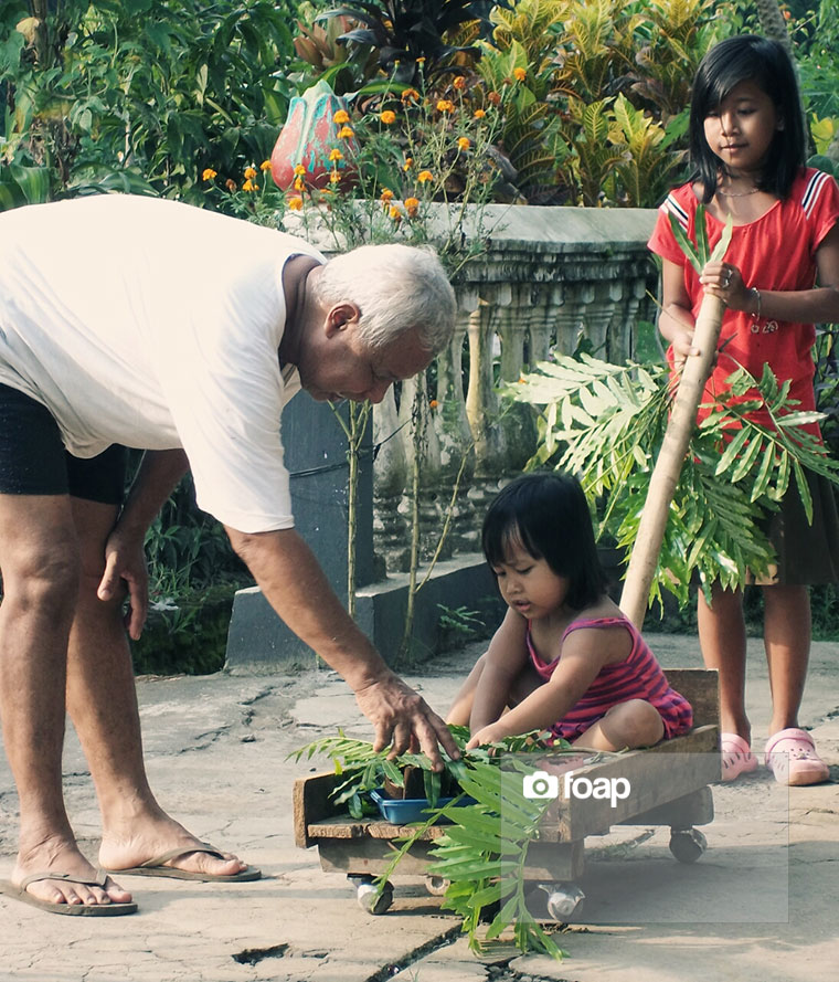 Foap-great_gardener_teach_his_grandchild