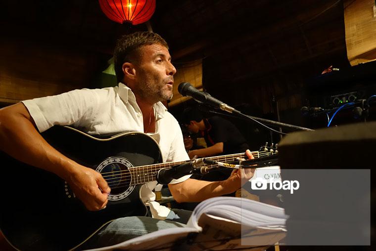 Foap-Live_music_in_Vietnam_