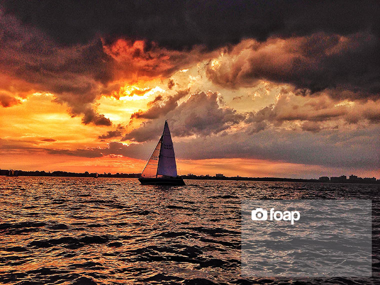 Foap-Sailing_into_the_light