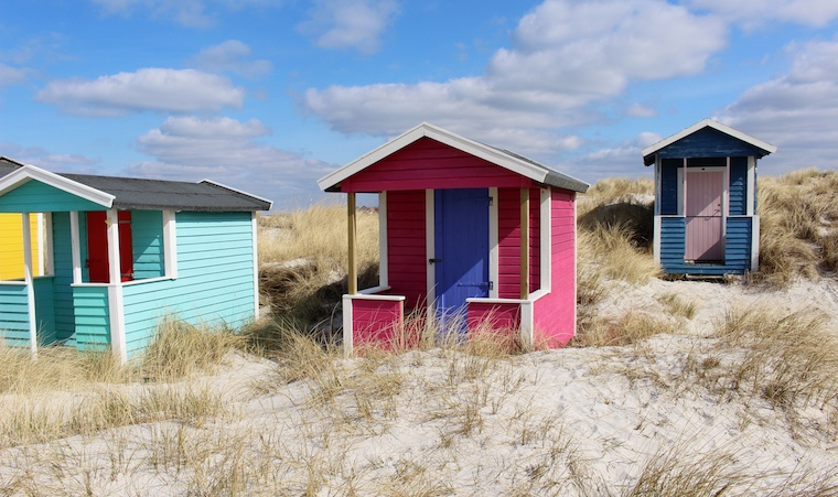 Foap-Beach_huts_in_Skan_r__Sweden