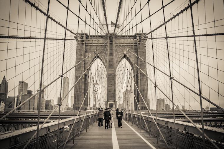 Foap-Crossing_the_Brooklyn_Bridge