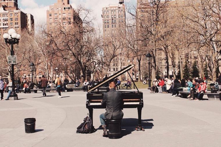 Foap-Musician_in_Washington_Square_Park_
