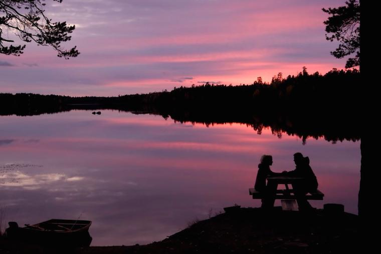 Foap-siluett_sunset_skog_vatten_by_cekari