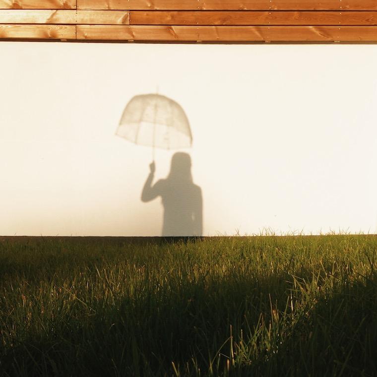 Foap-Girl_with_umbrella