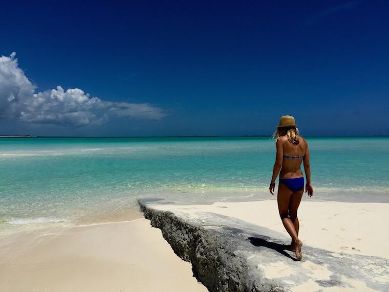 Foap-Walking_on_the_beach