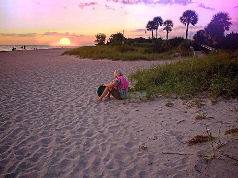 Foap-Woman_at_sunset