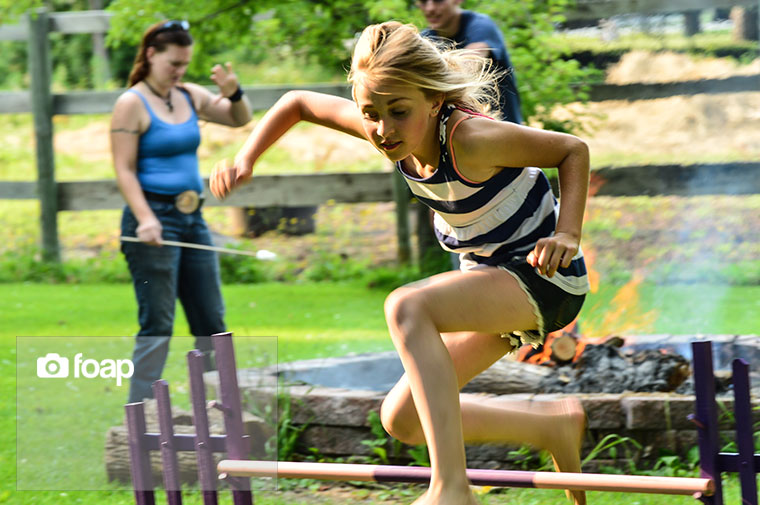 Foap-girl_running_and_jumping