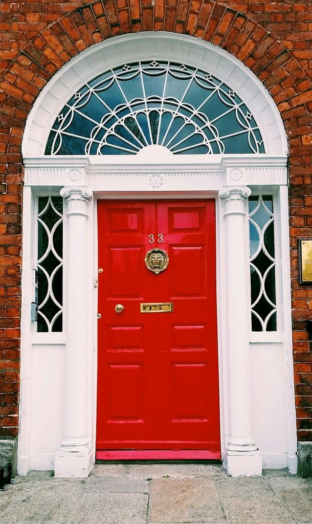 Foap-Red_door_in_Dubl