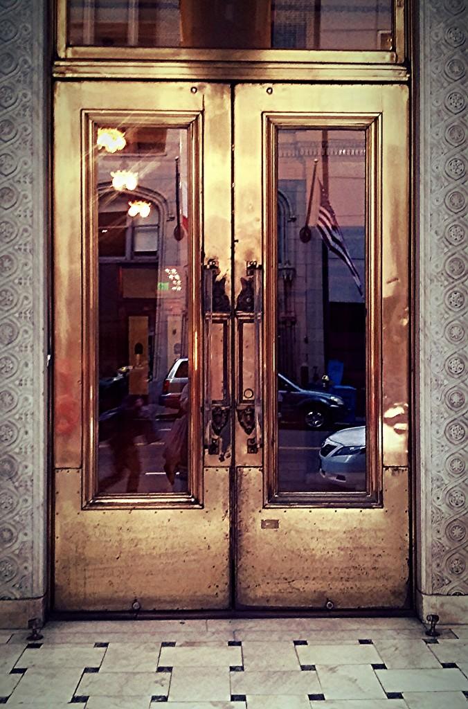 Foap-gold_door